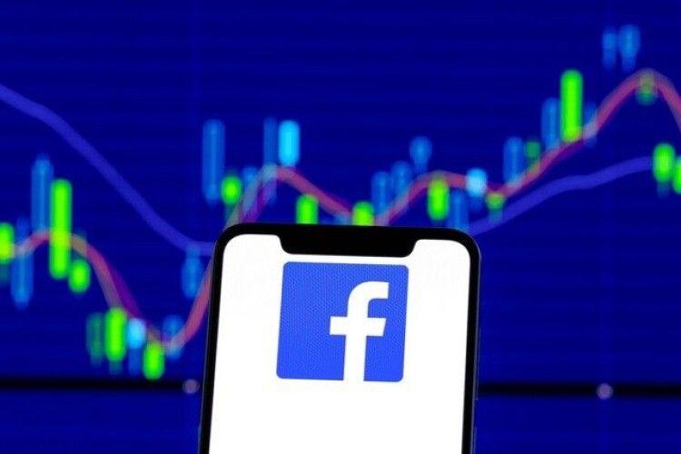 Фейсбук звинувачують у шпигуванні за користувачами через камеру смартфона