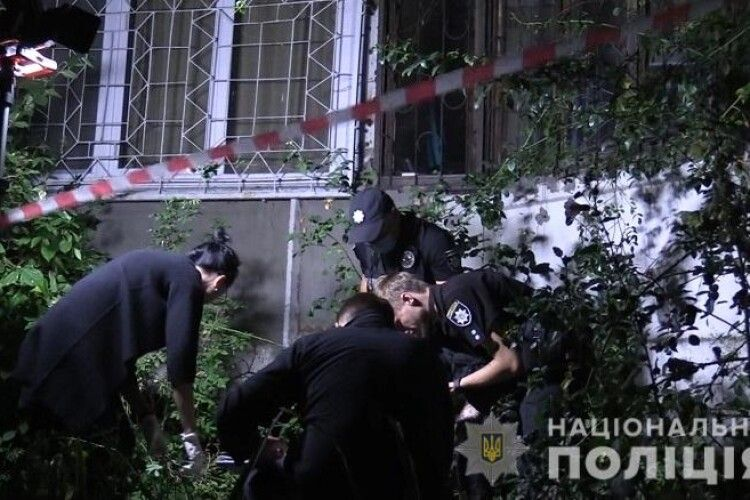Виштовхав силою: чоловік скинув молоду жінку із 7 поверху, вона загинула (Фото, Відео)
