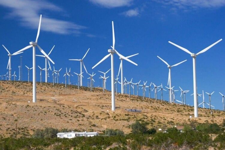 Дефіцит електрики компенсує вітер