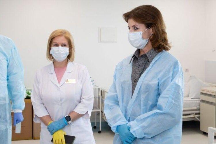 Врятують не одне життя – Марина Порошенко передала в лікарню 5 апаратів ШВЛ