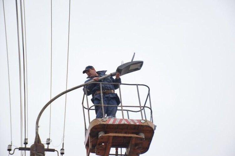 На вулиці Конякіна встановлять близько 250  сучасних ліхтарів