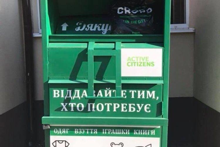 Зібрали тонни одягу: у Луцьку призупиняють проєкт «Соціальні контейнери»