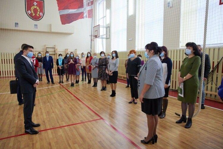 Зеленський пообіцяв допомогти з другою чергою ремонту школи у волинському селі