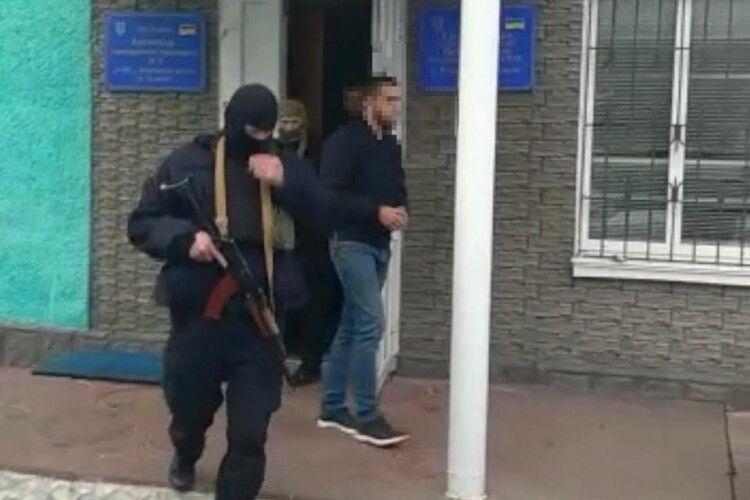 Поліція затримала зловмисників, які вчинили напад на дільничну виборчу комісію та намагались заволодіти виборчою документацією