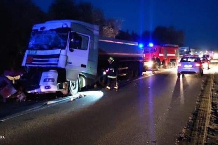 На Рівненщині зіткнулися бензовози з пальним, була загроза вибуху (Фото)