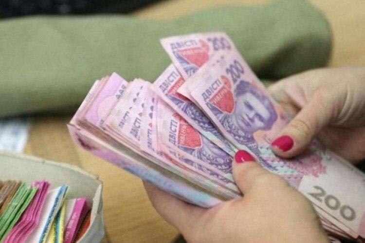 У Слуг розповіли, скільки українців можуть отримати 8 тис. грн компенсації