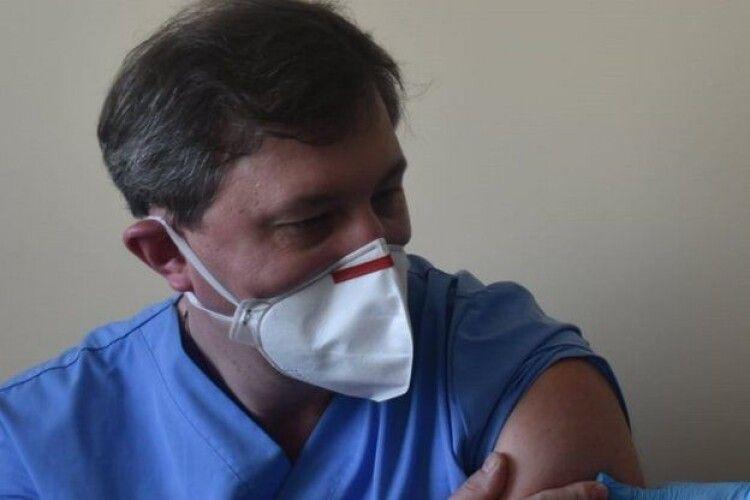 Волинський лікар розповів, як почувається після щеплення від COVID-19