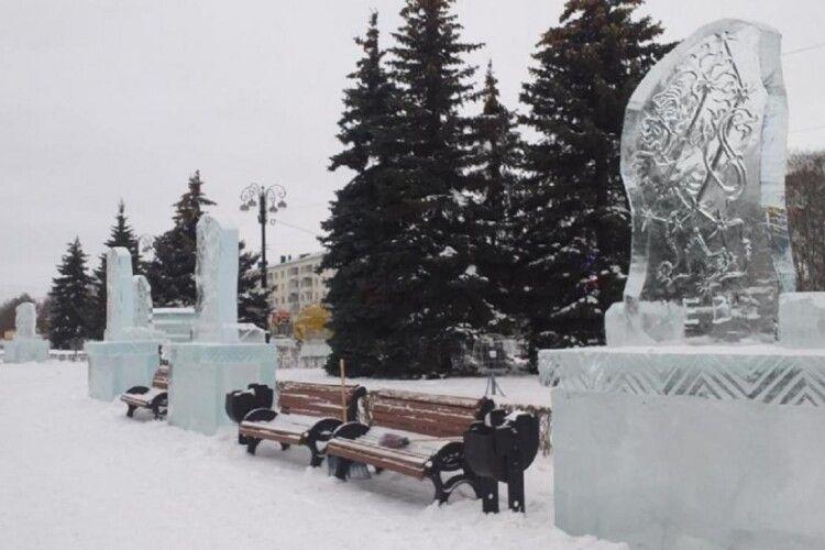 А льодяні скульптури для дітей зробили у вигляді… надгробків