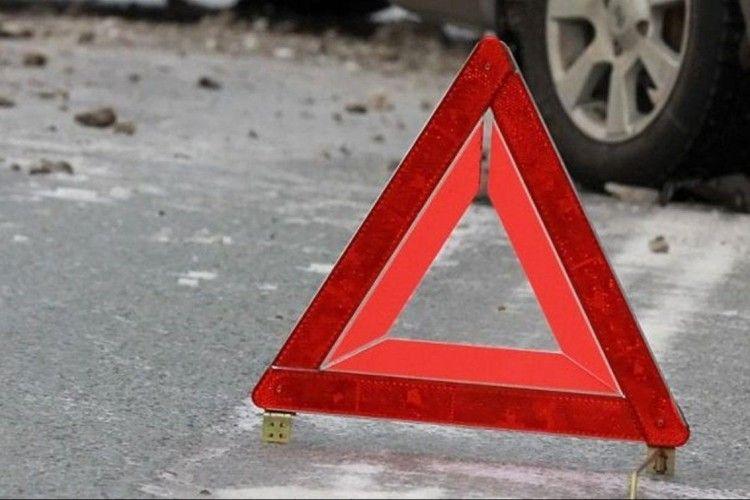 На волинській трасі дві автівки знесло в кювет
