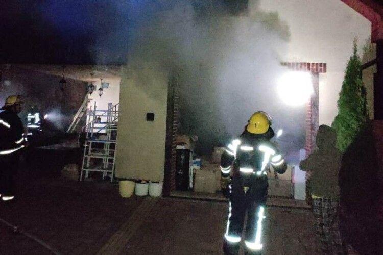 Рятувальники вночі гасили пожежу в одному з будинків Нововолинська
