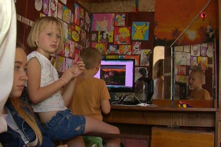 Чому в Луцькраді не можуть допомогти сім'ї, яка просила в Зеленського квартиру (Фото, відео)