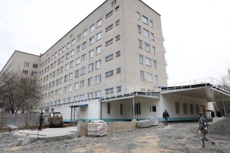 Мер Луцька вийшов з лікарні і вирішив дофінансувати медзаклад на 20 мільйонів (Фото)