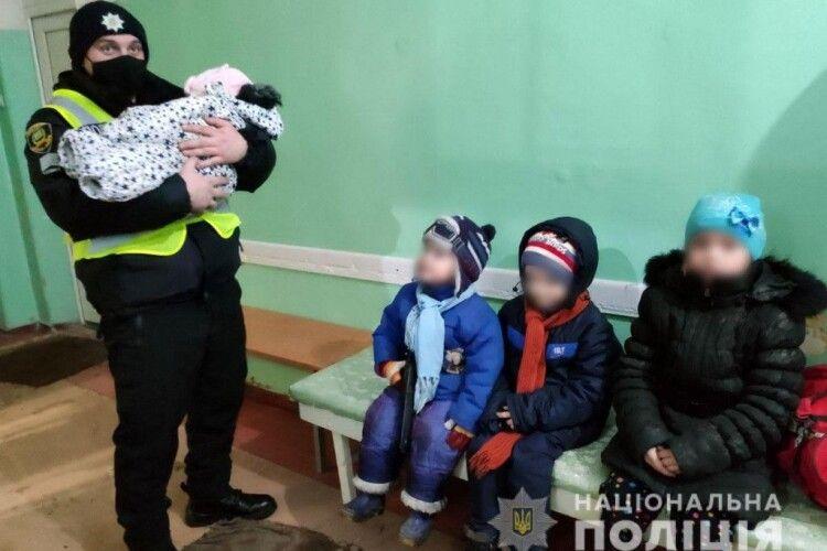 Сиділи холодні, голодні і плакали: в будинку знайшли чотирьох маленьких дітей, залишених батьками напризволяще