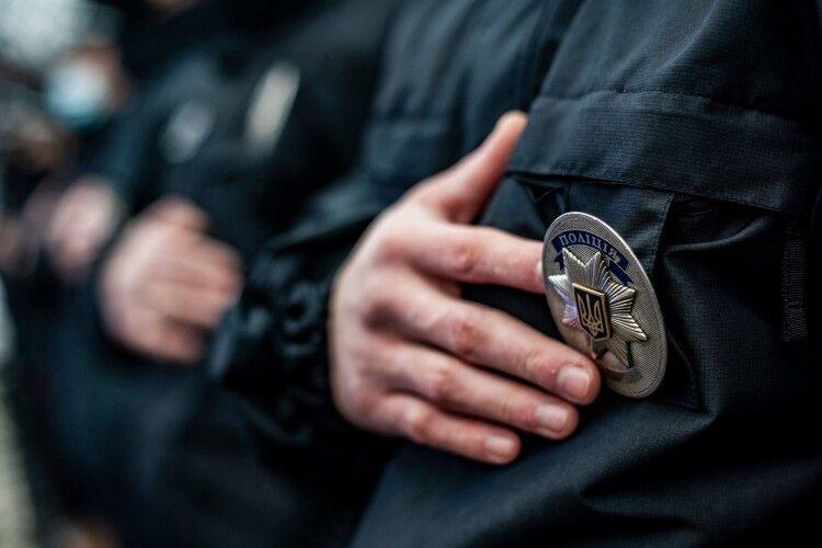 У Луцьку патрульні евакуювали людей під час нічної пожежі (Відео)