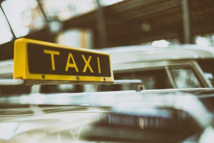 Луцьком курсує «казкове» таксі (Фото)
