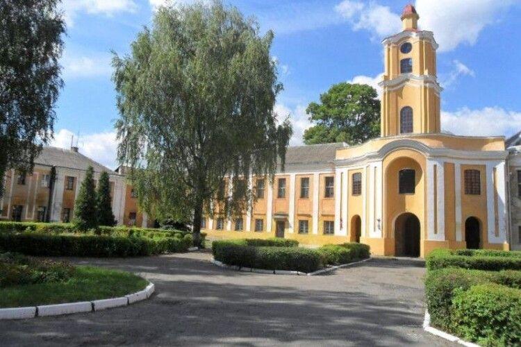 Замок Радзивіллів в Олиці пропонують перетворити на президентську резиденцію
