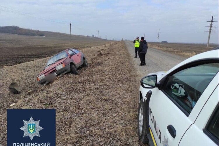 На Волині п'яний водій перевищив швидкість і з'їхав з дороги (Фото)