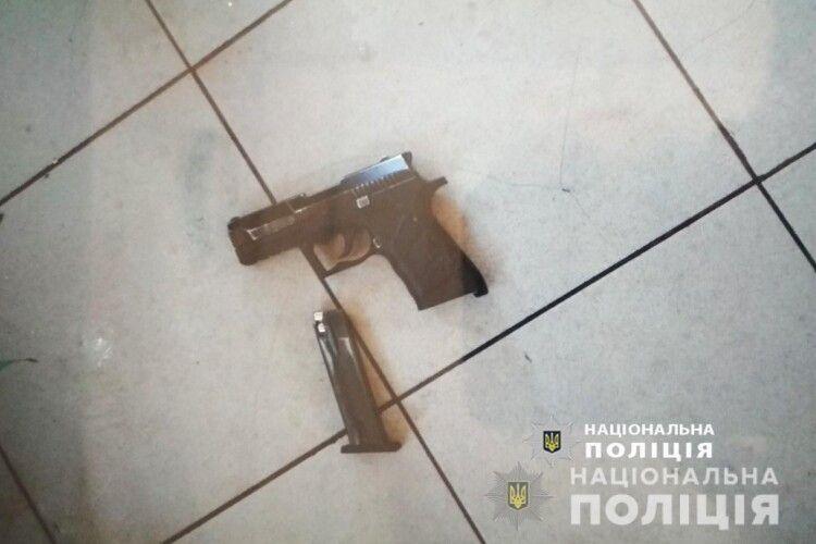 У жителя Луцька спецпризначенці вилучили пістолет та набої
