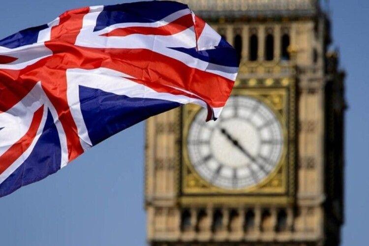 У Великій Британії другий день поспіль фіксують понад 50 тисяч нових випадків COVID-19