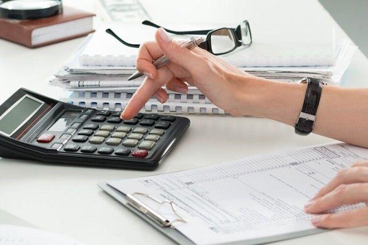 Українці повинні заплатити податки за свої квартири, машини і доходи: скільки і коли