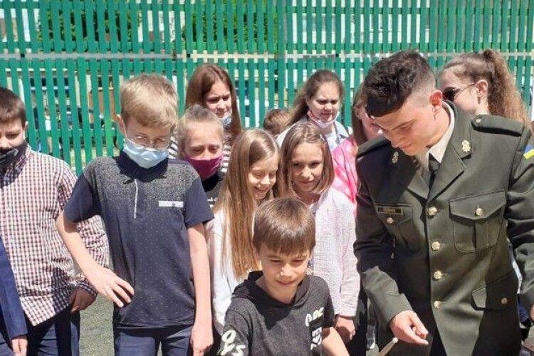 У Луцьку оркестр військової частини Нацгвардії провів урок музики для школярів (Відео)