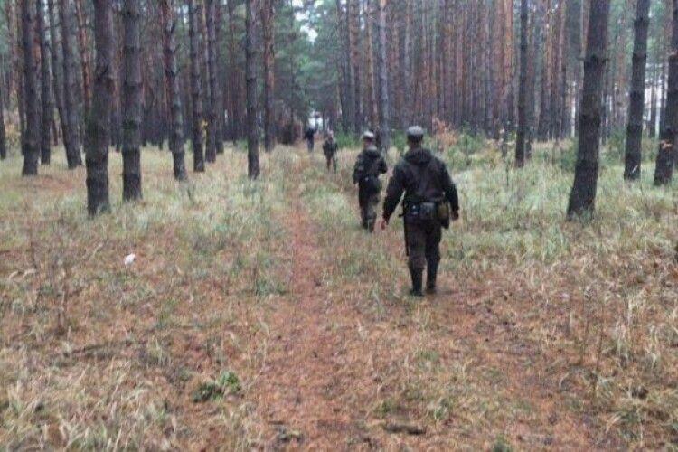 12-річний хлопчик провів ніч у лісі. Його шукали 400 людей