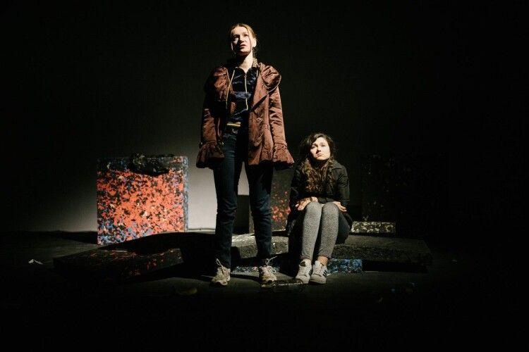 У Луцьку показали п'єсу про двох подруг у провінційному містечку