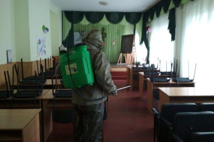 У Любешові рятувальники продезінфекували музичну школу