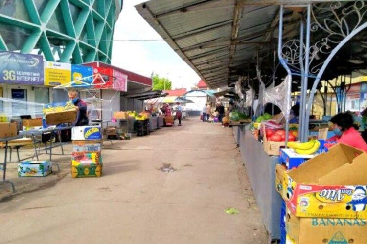 У Рівному відкрили базар, а покупці не прийшли