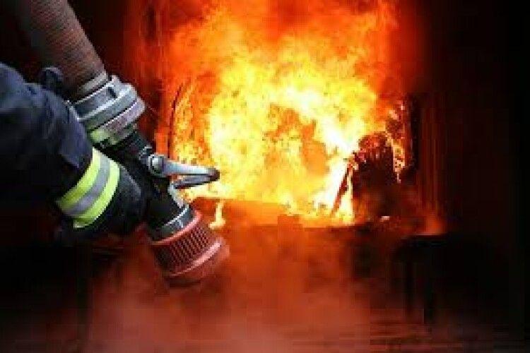 У Луцьку горіла квартира: евакуювали всіх сусідів на поверсі
