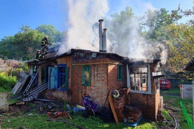 Під час пожежі опіки одержали 25-річна жінка з двотижневим немовлям
