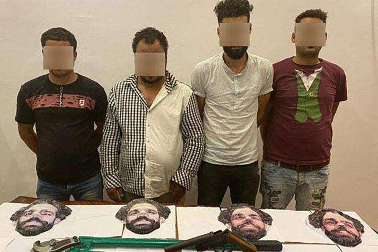 В Єгипті четверо молодиків намагалися пограбувати крамницю, вбравшись у маски Мохаммеда Салаха (Фото)