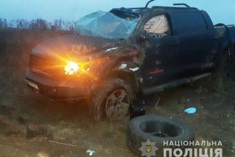 ДТП на трасі «Київ-Чоп» поблизу Великої Омеляни: «Toyota Tundra» перекинувся у кювет – 53-річний водій загинув