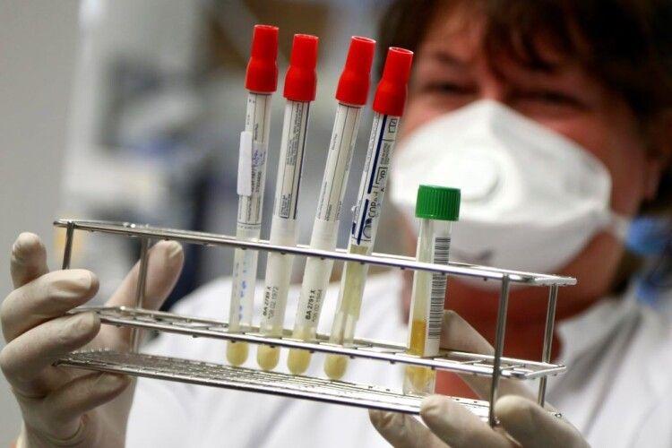 В Україні за добу виявили 12 978 хворих на СOVID-19