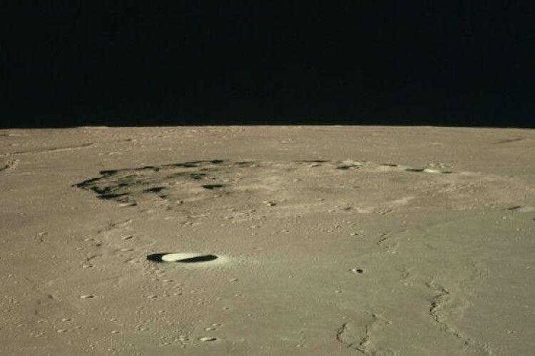 Китайський космічний модуль здійснив успішну посадку для першого за півстоліття забору зразків ґрунту на Місяці