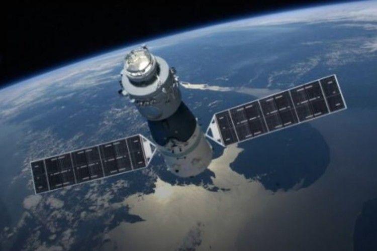 Китайська космічна станція падає на Землю