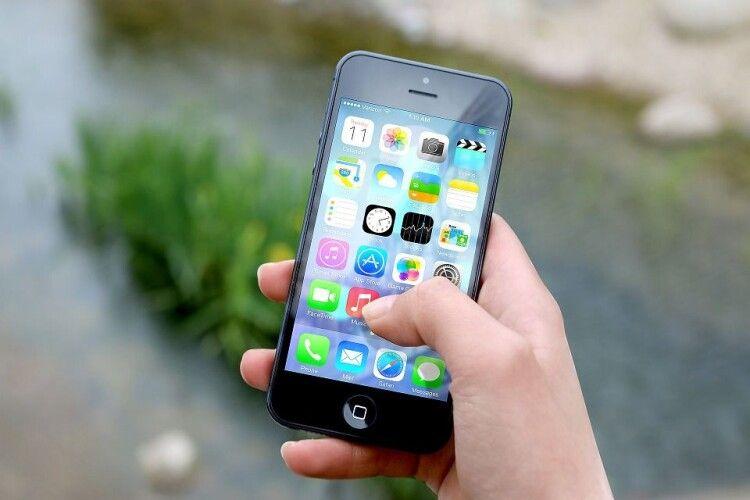 Apple має намір навчити iPhone розпізнавати маски на обличчях