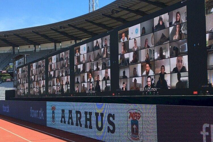 На футбольному матчі з'явились віртуальні трибуни