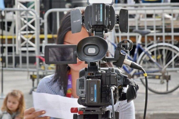 Піднімав руку на журналістку і «відмив» пів мільйона з бюджету: судитимуть волинського чиновника