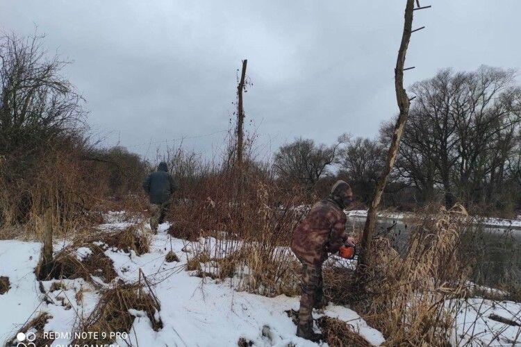 На Західному Бузі знайшли і знищили низку «підривок» для риби (Фото)