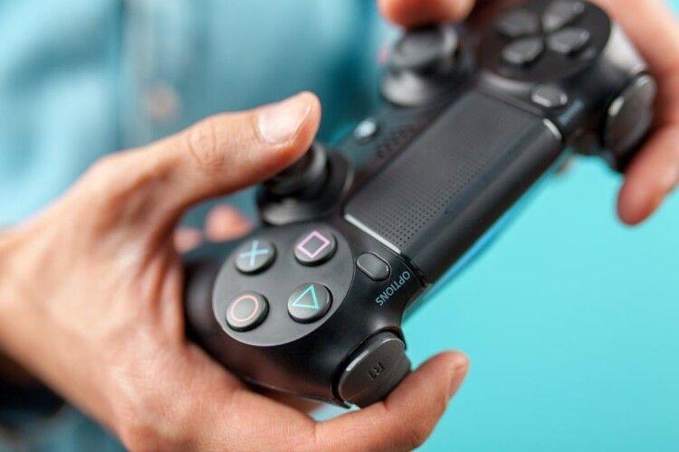 Неповнолітнім заборонили грати в онлайн-ігри більше трьох годин на тиждень