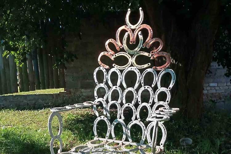 У Горохові встановлять крісло Щастя, викуване із… 84кінських підков