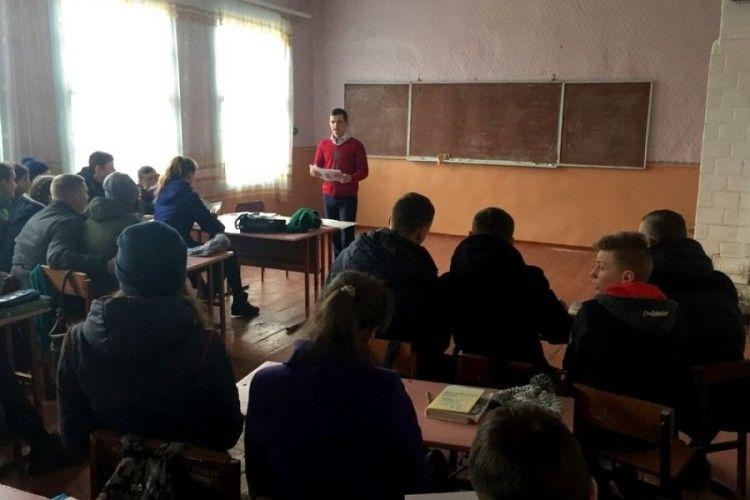 Школярів Любешівщини ознайомили з правами споживачів