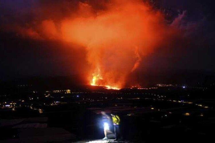 Виверження вулкану на Канарах: стихія поглинає все на своєму шляху