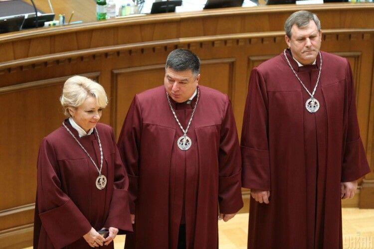 Президент Зеленський відсторонив скандального голову КС Тупицького на два місяці