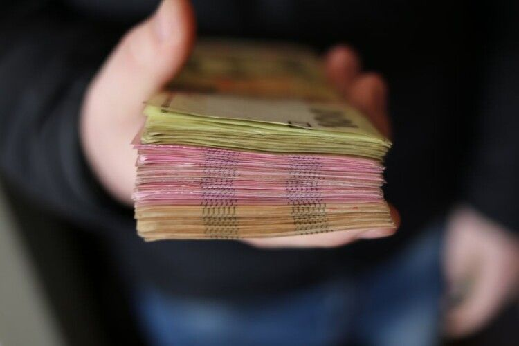 Українці «зароблятимуть більше»: Кабмін змінив механізм обчислення середньої зарплати