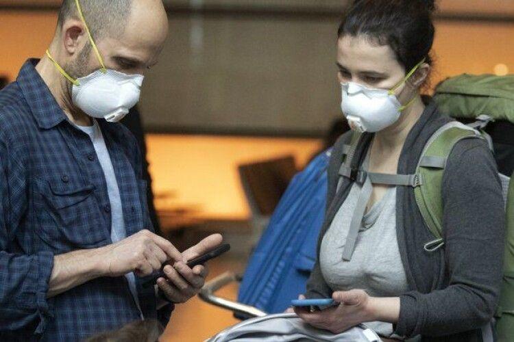 Коронавірус може жити на смартфонах до чотирьох тижнів