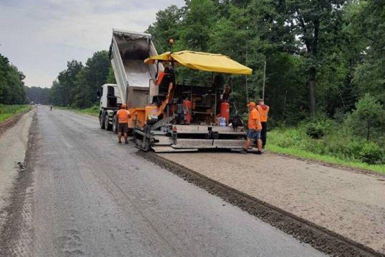 Почали ремонтувати дорогу з Ківерець у бік села Озеро