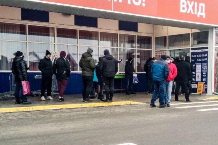 Як працюють під час локдауну в Луцьку «Епіцентр» та «Нова лінія»