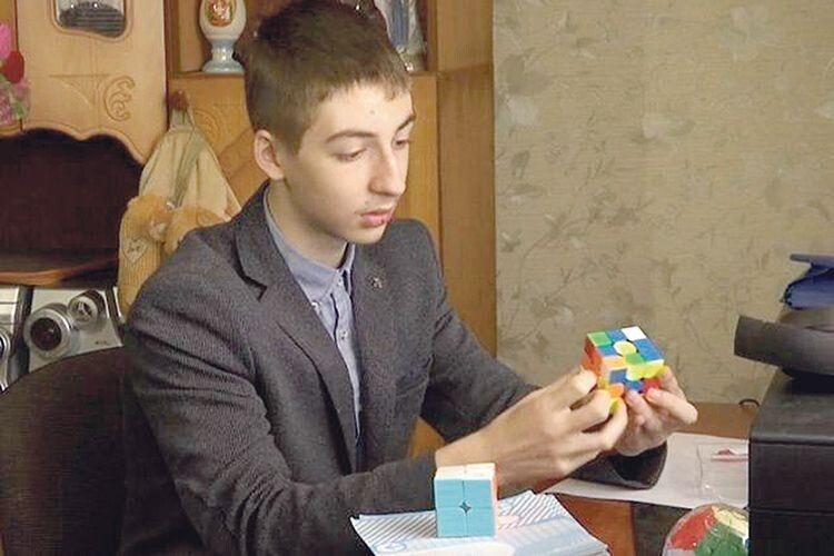 14-річний Антон рахує швидше за калькулятор!